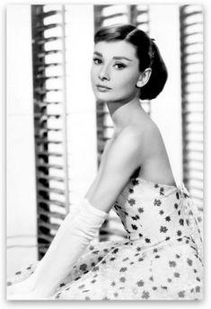 The Classic Superstar Audrey Hepburn Portrait Collection - 13cmx18cm / 211