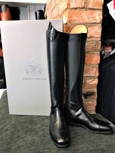 Alberto Fasciani Brushed Leather with Patent tops in Black. Contact us to customise your own pair of Alberto Fasciani Riding Boots. Horse Riding Shoes, Horse Boots, Equestrian Boots, Leather Riding Boots, Black Contact Lenses, Alberto Fasciani, Show Jackets, Tall Boots, Pairs