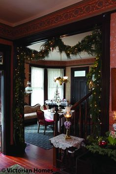 Victorian Christmas decor - Love the way that garland looks