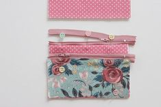 Monedero con dos cremalleras | Atelier de Monique | Bloglovin' Sewing Crafts, Sewing Projects, Patchwork Bags, Purse Patterns, Handmade Bags, Scrunchies, Zipper Pouch, Knit Crochet, Diy And Crafts