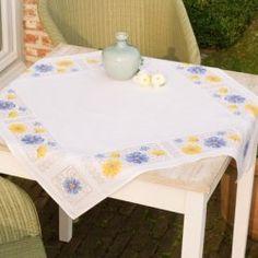 """Комплект для вышивания Vervaco """"Голубые и желтые цветы"""" (салфетка, 80х80 см)"""