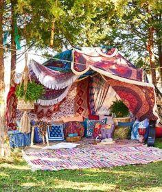 Boho Mojo/This is how I Festival ♡/ Camping/Picnics/Nature/Get Outside/Bohemia. Boho Mojo/This is Festival Camping, Gypsy Decor, Bohemian Decor, Bohemian Garden Ideas, Boho Chic, Hippie Garden, Boho Ideas, Bohemian Gypsy, Style Ideas