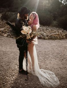 Pink, Black + White: Edgy Rock & # N & # Roll Elopement in Ibiza, Spain - Green wedding shoes Flower girl wedding photography Rocker Wedding, Edgy Wedding, Eclectic Wedding, Gothic Wedding, Dream Wedding, Wedding Ideas, Wedding White, Wedding Themes, Wedding Planning