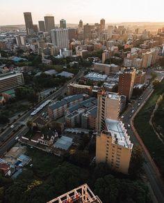 Johannesburg South Africa (@cityofjohannesburg) • Instagram-Fotos und -Videos San Francisco Skyline, South Africa, New York Skyline, African, Videos, Travel, Instagram, Viajes, Destinations