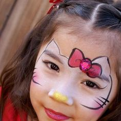 Hello Kitty facepaint / schmink gepind door www.hierishetfeest.com