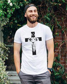 Camiseta Cruz Leão New T Shirt Design, Shirt Print Design, Shirt Designs, Christian Clothing, Christian Shirts, Christian Apparel, Printed Shirts, Tee Shirts, King Shirt