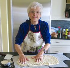 My mom's Canadian Prairie Homemade Cinnamon Buns are famous in our family, our neighbourhood and home town: step by step images included. Make Ahead Breakfast, Breakfast Recipes, Dessert Recipes, Cinnamon Bun Recipe, Cinnamon Rolls, Bread Machine Rolls, Bread Rolls, Amish Recipes, Great Recipes