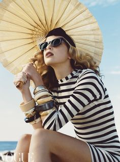 Stripes Sensation - black & white striped dress, looking glam at the beach with a little parasol