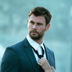 Chris Hemsworth photoshoot for Hugo Boss. Chris Hemsworth Thor, Snowwhite And The Huntsman, Hemsworth Brothers, Avengers Cast, Marvel Actors, Tom Cruise, Hugh Jackman, Dream Guy, Chris Evans