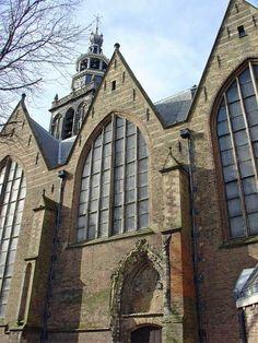 De Grote Kerk of Sint-Janskerk in Gouda is een grote kruiskerk in gotische stijl. De kerk is vooral beroemd vanwege de bijzondere reeks gebrandschilderde glazen. Het kerkgebouw heeft zelf een schilderachtig uiterlijk door de karakteristieke overkappingen en is het langste kerkgebouw in Nederland met 123 meter, buitenwerks.