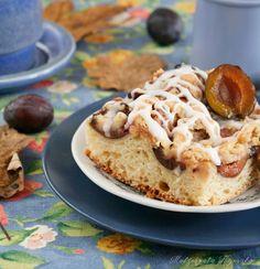 Jesienne ciasto drożdżowe ze śliwkami i kruszonką
