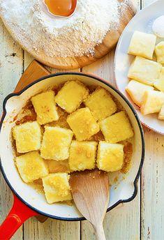 Kluski leniwe - przepis tradycyjny Magic Recipe, Cornbread, Cantaloupe, Pizza, Cooking Recipes, Cheese, Fruit, Ethnic Recipes, Yum Yum