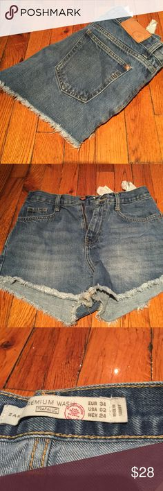 Zara high waisted shorts High waisted slim fit shorts! Great condition, all offers considered 😊 Zara Shorts