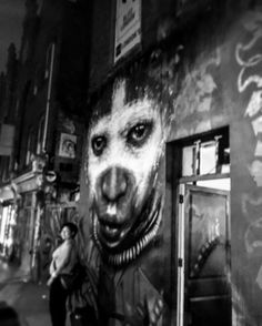 Selbst in schwarz-weiß unglaublich intensiv. I like streetart   Streets of London - streetart in London  #art #noart #streetart #urbanart #openyoureyes #bw_photography #london #onmyway #discover #lifestyle #streetsoflondon #streetphotography #photography #instagood #instatravel #shoreditch #travelblogger #whitechapel #goodmorning #monday #streetstyle #streetbeauty #igers #graff #graffiti #graffitiart #mpfund