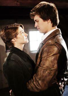 Nova foto do filme A Culpa é das Estrelas: Gus e Hazel na casa da Anne Frank, em Amsterdã. :')