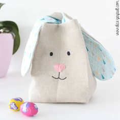 Panier lapin pour enfant, à coudre, pour faire la chasse aux oeufs de Pâques, DIY par Alice Gerfault Diy For Kids, Crafts For Kids, Sewing Projects, Diy Projects, Diy Sac, Coin Purse, Wallet, Alice, Occasion