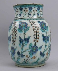 Jar  16th–17th century Geography: Turkey, Iznik Medium: Stonepaste; underglaze painted