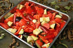 Aan het begin van de zomer leerde ik van Dorien een simpele tomatensaus maken, ideaal om te...