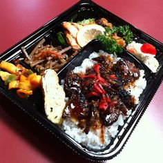 Delicious Lunches with Bento Boxes at Reuseit.com