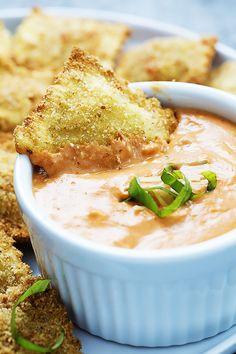 Lightly breaded cheese ravioli pasta, baked til crispy and served with creamy, cheesy marinara sauce! | Creme de la Crumb