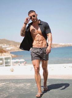 But that hair nooo >> Moda Praia para homens / Beachwear for Men Inspi Mode Masculine, Mens Flip Flops, Men Beach, Beach Look, Muscle Men, Slip, Summer Looks, Male Models, Boy Fashion