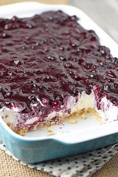 Irresistible, easy, no bake blueberry cream pie! Whip up dessert in no time with this recipe from scratch. Irresistible, easy, no bake blueberry cream pie! Whip up dessert in no time with this recipe from scratch. Easy Blueberry Desserts, Blueberry Yum Yum, Blueberry Cream Pies, Blueberry Delight, 13 Desserts, Blueberry Cobbler, Blueberry Picking, Blueberry Cake, Baking Desserts
