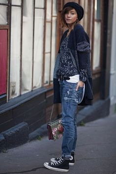 LET'S GET COMFY - blue jeans, black converse, blue printed shirt and cardigan, flower printed bag Outfits With Converse, Tomboy Outfits, Tomboy Fashion, Love Fashion, Casual Outfits, Fashion Outfits, Womens Fashion, Black Converse, Blue Converse Outfit