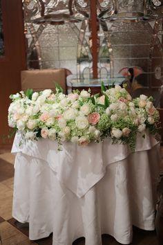 初夏の装花 メゾンポールボキューズ様へ 白にサーモンピンクを挿し色にの画像:一会 ウエディングの花