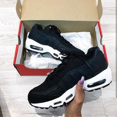 Nike Air Max 95 in schwarz-weiß/black-white // Foto: