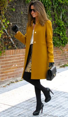 Mustard coat, white shirt, gold and black baroque skirt, black tights, bag and booties classy Look Fashion, Womens Fashion, Fall Fashion, Simply Fashion, Fashion Coat, Fashion Clothes, Fashion Jewelry, Fashion Outfits, Fashion Design