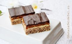 prajitura snickers Romanian Desserts, Romanian Food, Romanian Recipes, Tiramisu, Sweet Treats, Food And Drink, Cooking Recipes, Yummy Food, Sweets