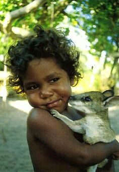 Aboriginal children are very relaxed around native animals .v@e.