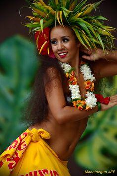500 Polynesian Women Men Ideas In 2020 Polynesian Polynesian Culture Polynesian Dance
