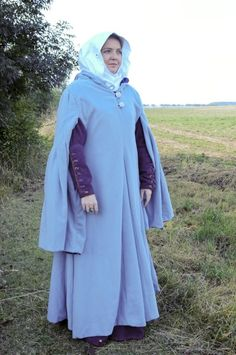 gardecorps - warm wool medieval overgarment with long sleeves and integral hood. abt. 1300. REPORT: files.posadow.webnode.cz/200000045-a37a7a476a/gardecorps.pdf