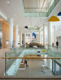 7 Projects Announced as Winners of AIA National Healthcare Design Awards,The Christ Hospital Joint and Spine Center; Cincinnati / Skidmore, Owings & Merrill LLP. Healthcare Architecture, Healthcare Design, Glass Handrail, Hospital Design, Clinic Design, Design Guidelines, Interior Lighting, Office Lighting, Atrium