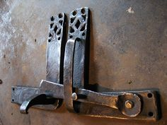 Door latch set based on an old French design