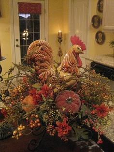 Love the rooster in the fall centerpiece! Autumn Decorating, Tuscan Decorating, French Country Decorating, Rooster Kitchen Decor, Rooster Decor, Fall Arrangements, Festa Party, French Country Style, Thanksgiving Decorations