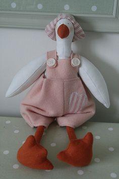 oca rosa feltro by countrykitty Doll Tutorial, Waldorf Dolls, Xmas Crafts, Softies, Doll Toys, Sewing Tutorials, Puppets, Art Dolls, My Design