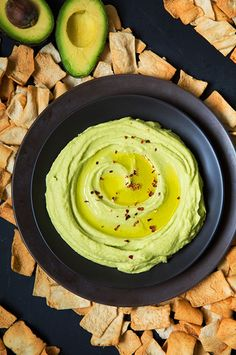 Snacks, and Soups: Recipes Using Chickpeas Try this delicious avocado hummus for a delicious, healthy and energizing snack!Try this delicious avocado hummus for a delicious, healthy and energizing snack! Avocado Recipes, Vegetarian Recipes, Cooking Recipes, Healthy Recipes, Dip Recipes, Quick Recipes, Amazing Recipes, Chickpea Recipes, Delicious Recipes