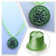 Pendentif en capsules nespresso vertes avec collier organza assorti
