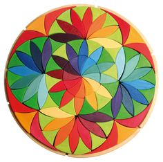 Wooden rainbow toy: Grimm's Toys Large Mandala - Circle Flower - hours of creative playing for the years. Grimm's Toys, Wooden Rainbow, Waldorf Toys, Arte Popular, Wooden Puzzles, Collaborative Art, Flower Shape, Flower Circle, Wood Toys