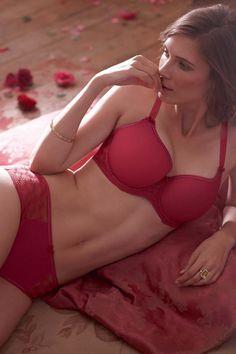 Martin Freeman enjoys passionate sex with co-star Jocelin Donahue in ...