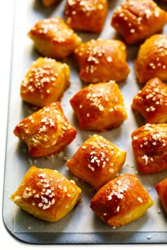Hot Pretzels Recipe, Homemade Soft Pretzels, No Dairy Recipes, Cooking Recipes, Lunch Recipes, Bread Recipes, Dinner Recipes, Hot Cheese Dips, Beer Cheese