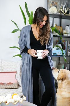 5 Dress Styles That Will Make You Look Thinner. While particular ladies wear products you see on the runway might look terrific on models, they might not look great on every woman. Crop Top And Leggings, Floral Leggings, Black Leggings, Black And White Shorts, All Black Outfit, Black Outfits, Loungewear Outfits, Cozy Outfits, Leggings Store