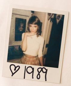 Taylor at the 1989 Listening Sessions on 20.09.14 THATS A CUTIEST PICTURE OF EVER <3