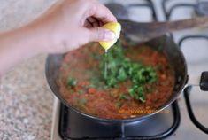 Mumbai Street Food, Thai Street Food, Best Street Food, Indian Street Food, Bhel Puri Recipe, Bhaji Recipe, Vegetarian Snacks, Savory Snacks, Indian Snacks