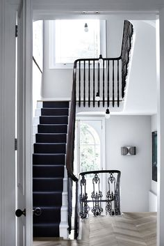 West London townhouse, interior design by Suzy Hoodless London Townhouse, London House, London Street, Black And White Stairs, Black Painted Stairs, Black Dark, White Hallway, Black Rug, Painted Staircases