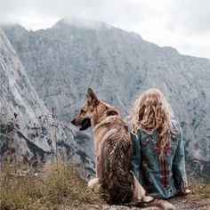 This is a gorgeous jacket, and a perfect spot to share with a non-judgmental friend. Pinned from Hippies Europe
