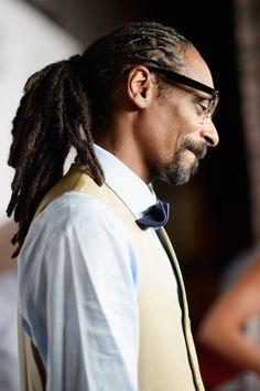 Snoop Dogg attends the 2015 BMI R&B/Hip-Hop Awards at Saban Theatre on August 2015 in Beverly Hills, California Mc Lyte, Hip Hop Awards, Barrel Curls, Trinidad James, Ace Hood, Mrs Carter, Snoop Dogg, Channing Tatum, Celebrity Dads