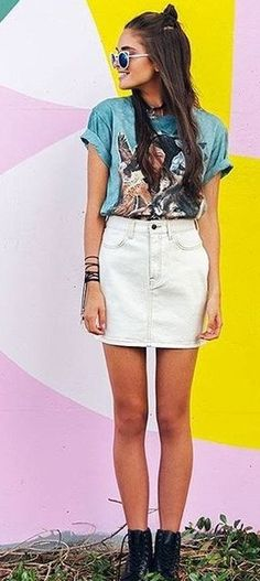 #beginningboutique #label #outfits | Teal Graphic Tee + Denim Skirt Vintage White